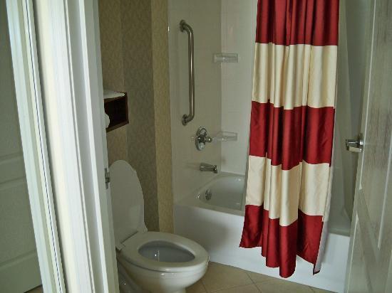 Residence Inn Providence Coventry: Bathroom