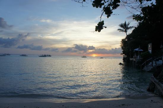 Nami Resort: coucher de soleil sur Diniwid Beach 
