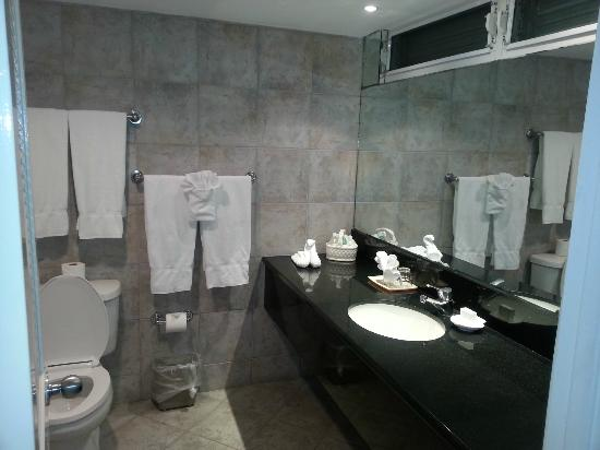 Abaco Beach Resort and Boat Harbour Marina: Bathroom
