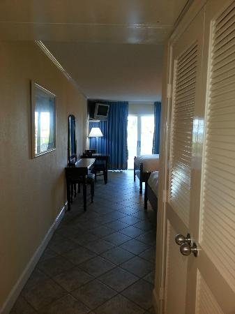 Abaco Beach Resort and Boat Harbour Marina: Room hall