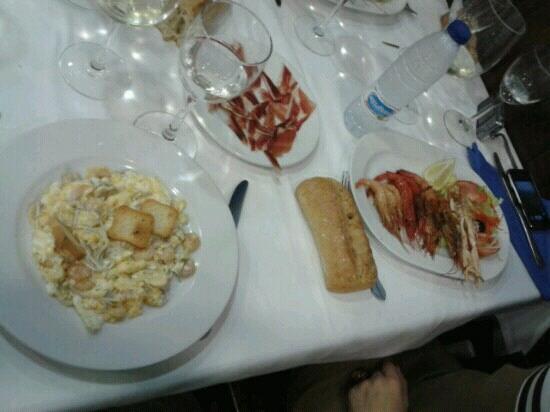 Restaurante De'galicia: Parrillada de marisco y revuelto de gulas y gambas