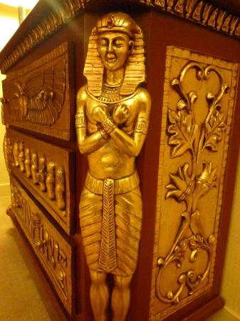 Xi Hotel: this is my favourite furniture... look so egyptian !