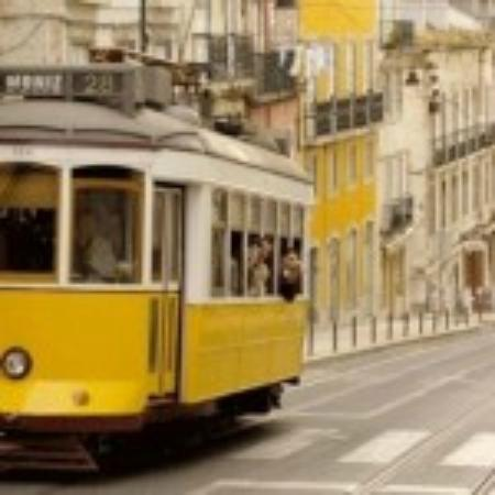 Lisbon Secrets - Guided Tours : Tram 28