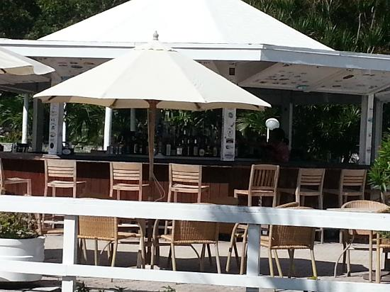 Abaco Beach Resort and Boat Harbour Marina: Poolside bar