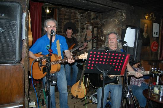The Drovers Inn: the band