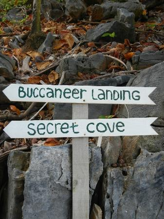 Paya Bay Resort: Signs Leading the Way to Bucaneer & Secret Cove