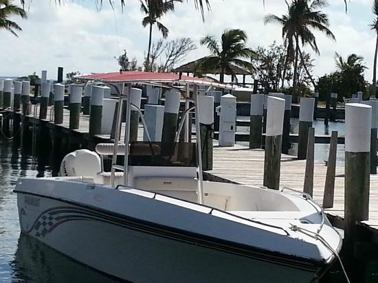 Abaco Beach Resort and Boat Harbour Marina: Marina walkway