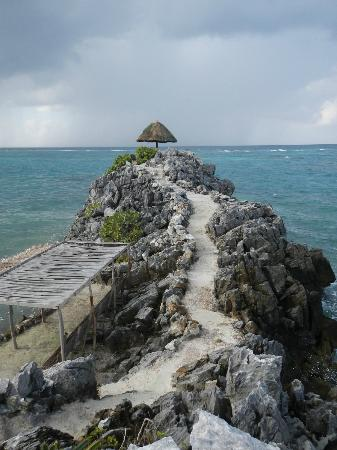 Paya Bay Resort: Pathway to Secret Cove