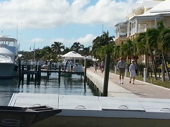 Abaco Beach Resort and Boat Harbour Marina: Marina walk way