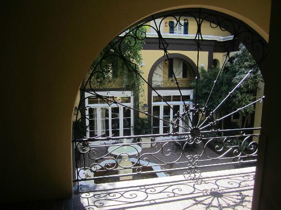 هوتل مازارين: The courtyard 
