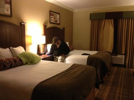 Bear River Casino Resort: Double queen no chairs