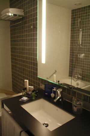 H10 Roma Citta: Bathroom