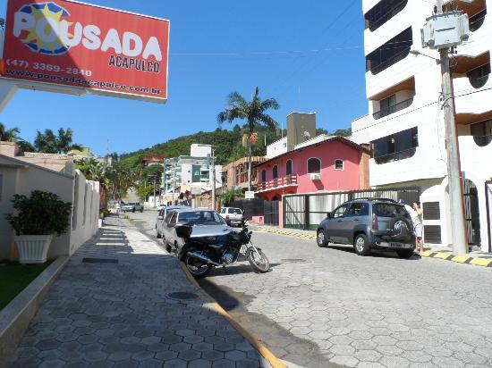 Pousada Acapulco: Vista sentido bairro