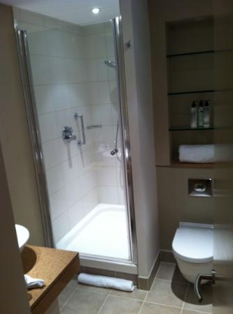 Staybridge Suites London-Stratford City: Bathroom