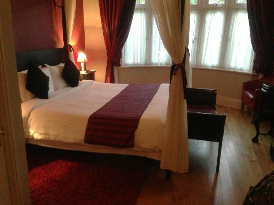 Hotel de Vie: Cosy bed