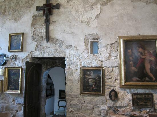 Pieve di Caminino Historic Farm: Gallery wall