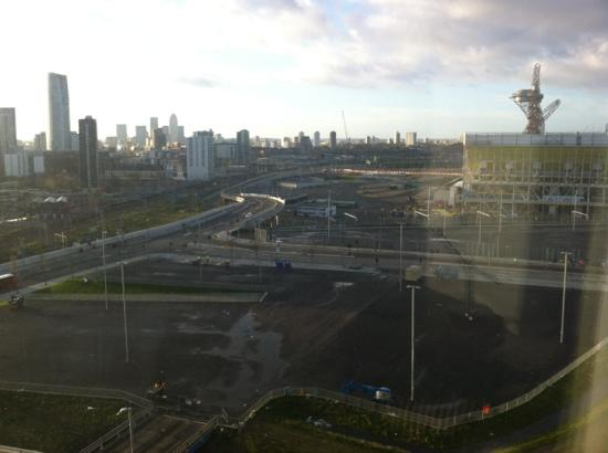Staybridge Suites London-Stratford City: Room 832 crisp November morning view