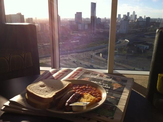 Staybridge Suites London-Stratford City: Breakfast with one of the best views in London!