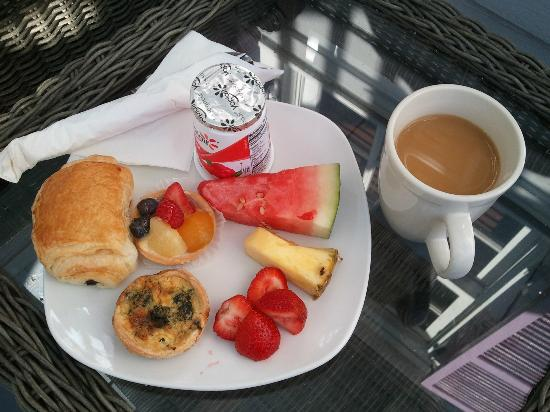Artist House on Fleming: Breakfast!