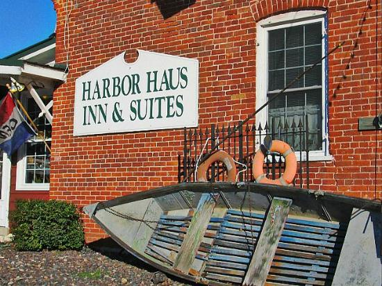 Harbor Haus Inn & Suites: Office