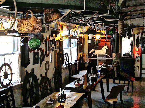 Harbor Haus Inn & Suites : Dining area/office