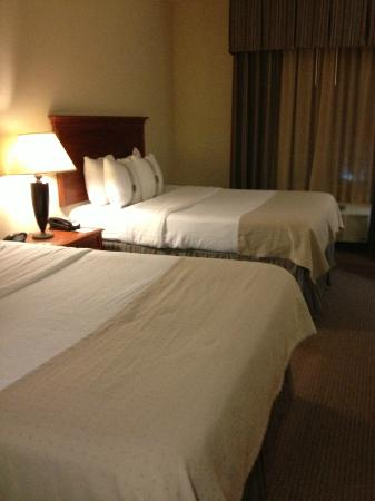 Holiday Inn Hotel & Suites Beckley: Comfortable beds with a variety of pillows
