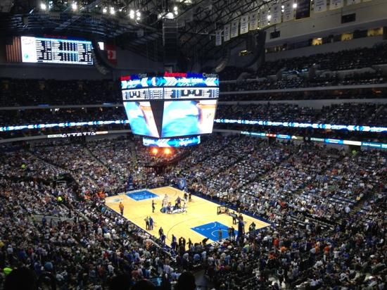 American Airlines Center: Mavericks on Court