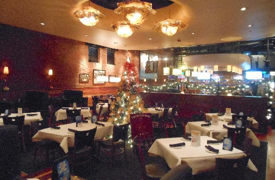 Blue Water Grille: Decorated dining area