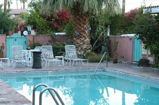 Villa Rosa Inn: Water was almost 90 degrees and felt great.
