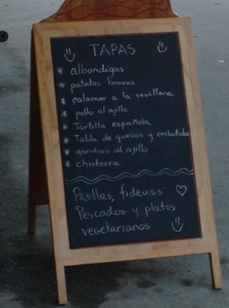 La Gloria de Don Pepe : Chalk board that contains some of the menu