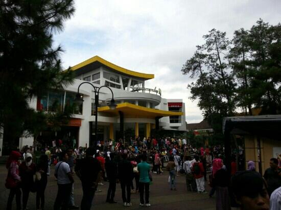 Bandung, Indonesia: Cihampelas Walk (CiWalk)