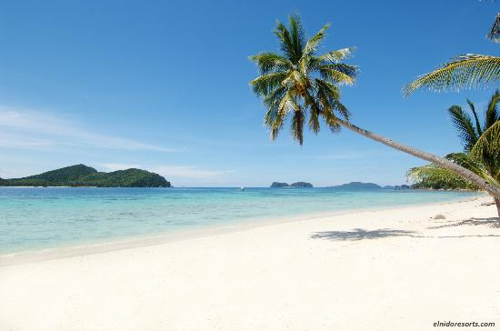 El Nido Resorts Pangulasian Island: Pangulasian's almost 1 kilometer stretch of white sand beach