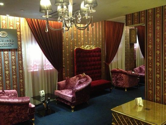Santa Grand Hotel Chinatown: 3rd floor lobby