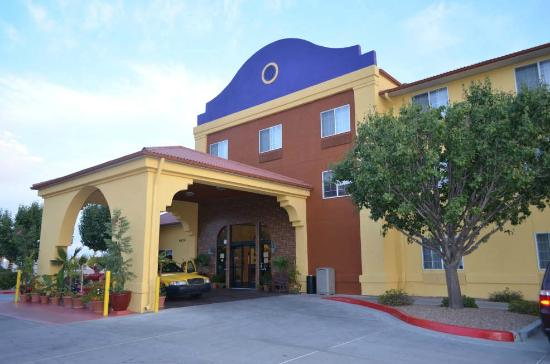 Best Western Plus Executive Suites: Building