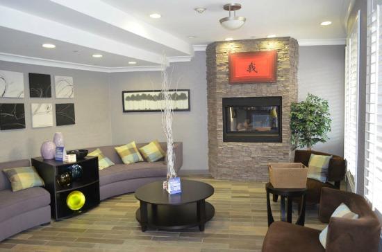 BEST WESTERN PLUS Avita Suites: Nice lobby