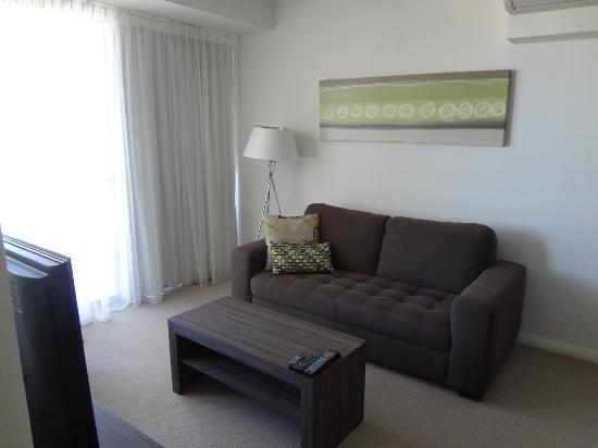 Dolphin Quay Apartment Hotel: Living Area / Lounge