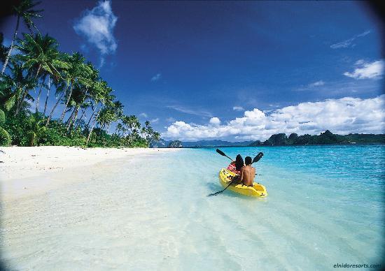 El Nido Resorts Pangulasian Island: Kayak along the stretch of Pangulasian's shore