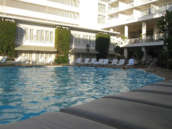 The Beverly Hilton: View of pool