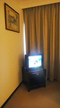 Bayview Hotel Melaka: the sitting corner in the room (small tv)