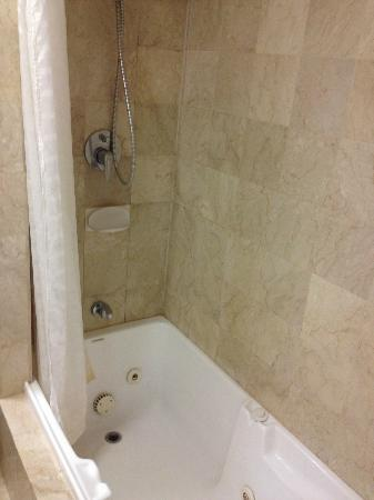 The Great Southern Hotel: Choice of shower and bath tub ...