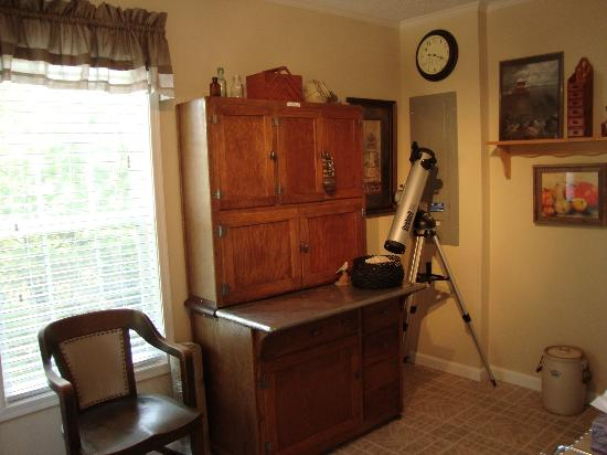 Lamb's Inn Bed & Breakfast: Telescope available for guest use