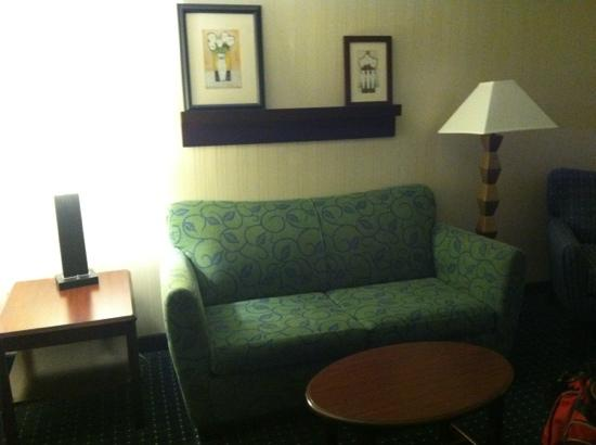 SpringHill Suites Pittsburgh Airport: Living Area in King Room