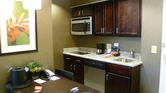 Homewood Suites by Hilton Doylestown : Kitchenette w/ full size SS fridge