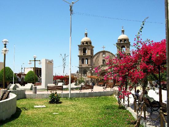 Templo y Plaza de armas de Palpa