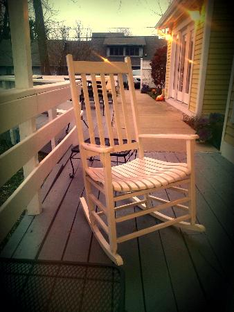 Allison House Inn : The cute whie rocking chair on the porch