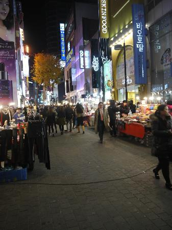 Metro Hotel: Nite time for Myeong Dong