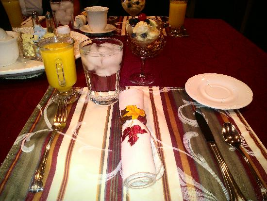 Allison House Inn : The cute place settings at breakfast