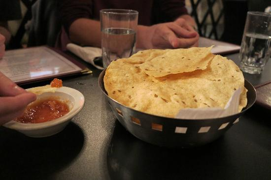 India Gate Restaurant: Complimentary pappadum with entrees