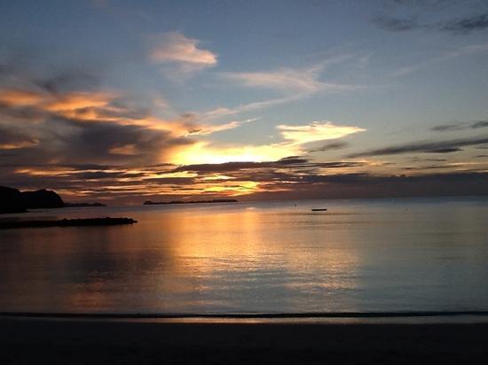 Palau Pacific Resort: sunset on the beach 