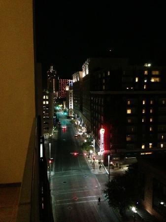 Drury Plaza Hotel San Antonio Riverwalk: Evening view